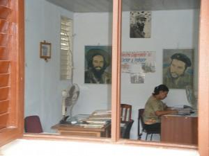 Spanischsprechen auf einer kubanischen Amtsstube