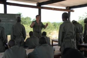 Damien Mander, Gründer der IAPF beim Unterricht