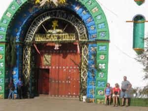 Malerischer Eingang zur Kirche in San Juan Chamula