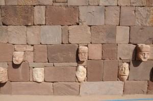 Nagelköpfe in Tiwanaku