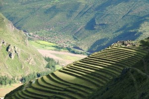 Inkaterrassen über dem heiligen Tal bei Machu Pichu