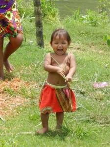 Kleinkind der Embera Gemeinschaft