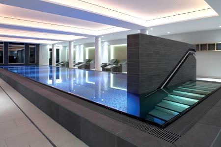 Das Hallenbad im Wellnessbereich