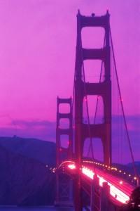 Das Wahrzeichen San Franciscos die Golden Gate Bridge bietet besonders in der Abenddämmerung einen überwältigendes Motiv.