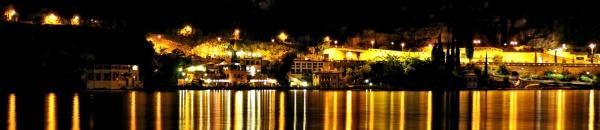 Der Hafen von Riva del Garda bei Nacht