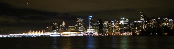 Vancouver bei Nacht. Ein Bild aufgenommen im Stanley Park.