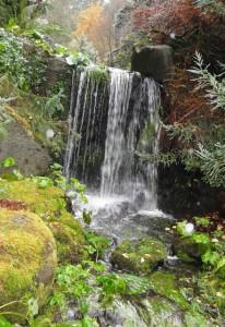 Wasserfall im Van Dusen Botanical Garden, Vancouver