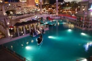 Die Kanäle mit den Gondeln im Venetian in Las Vegas