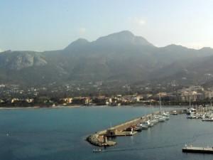 Hafen und Strand von Calvi