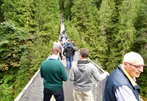 Auf der Capilano Suspension Bridge in Vancouver