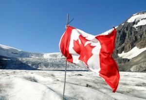 Flagge von Kanada am Columbia Icefield