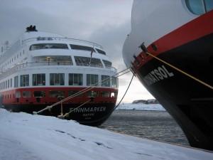 Hurtigruten - MS Midnatsol meets MS Finnmarken