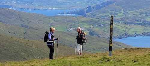 Wandern in Irland auf Wanderwegen am Meer