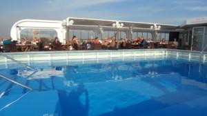 Poolbereich auf der MS Hamburg