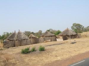 Strohhütten der Einheimischen