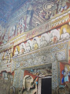 kunstvolle Malereien im Höhlentempel