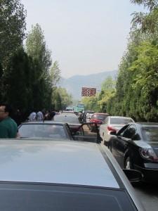 Autostau auf dem Weg zum Shaolin Kloster