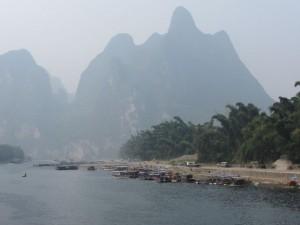 Alltagsleben am Ufer des Flusses