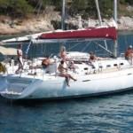 Singleurlaub auf einem Segelschiff genießen