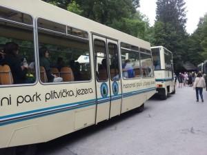 Besucherzug im Nationalpark Plitvice