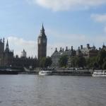 Westminster und der London Tower mit einem Yeoman Warder