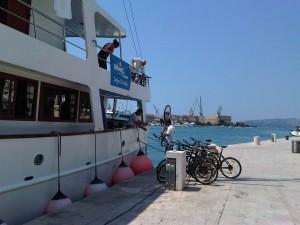 Boot und Bike Kroatien beim Beladen des Schiffes