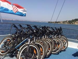 Das Fahrradlager auf dem Schiff der Singlereisen Kroatien