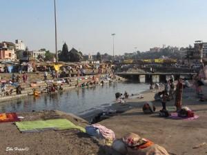 Wäsche waschen am heiligen Fluss