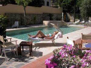 Der Pool vom Hotel Torretta