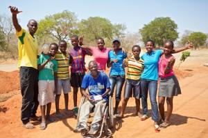 Walter Ndlovu, Coach Ndoga und die Mädchen Fußballmannschaft Victoria Falls Zimbabwe