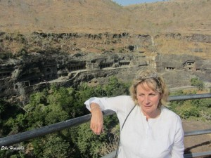 der Fußweg zu den Höhlen von Ajanta