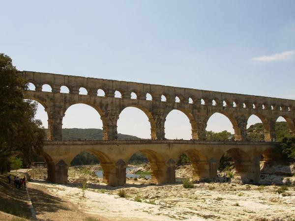 Die beeindruckende Aquädukt-Brücke Pont du Gard