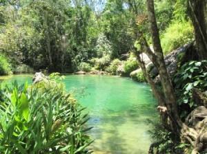 Kubanische Landschaft mit Höhlen und Lagunen