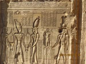 Hieroglyphen im Chnum Tempel in Esna