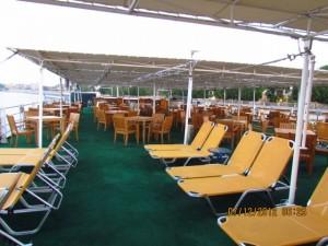 Liegen auf dem Nilkreuzfahrtschiff