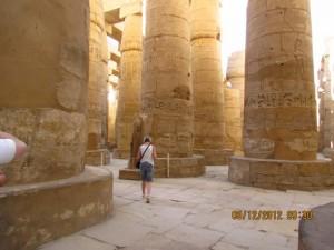 Monumentale Säulen im Karnak Tempel