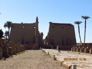 Eingang zur Tempelanlage in Luxor