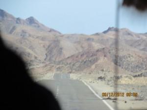 Landstrasse durch die ägyptische Wüste