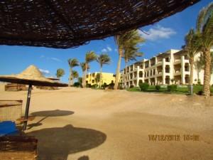 Blick vom Strand auf das Iberotel Lamaya Resort