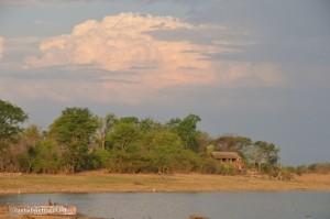 Rastplatz am Mandavu Stausee im Hwange Nationalpark, Simbabwe