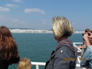 Blick von der Fähre zur englischen Küste