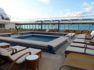 Auf Deck, der Poolbereich der COSTA neoROMANTICA