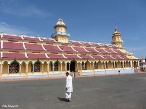 der grosse Cao Dai Tempel in Tay Ninh