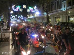 Mopeds im abendlichen Berufsverkehr