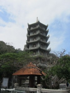 Xa Loi Tower mit dem Aufzug
