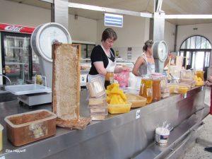 Honigverkauf in der Markthalle
