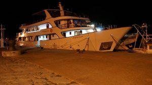 Das Schiff in Omisalj.