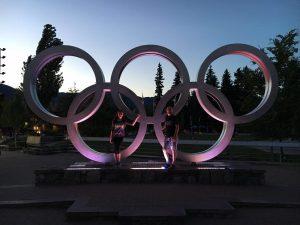 Mein Papa und ich an den olympischen Ringen in Whistler