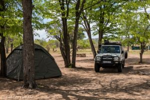 Das Sinamatella Camp im Hwange National Park