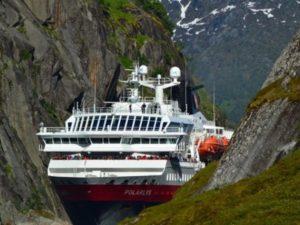 Spektakuläre Manöver im Trollfjord